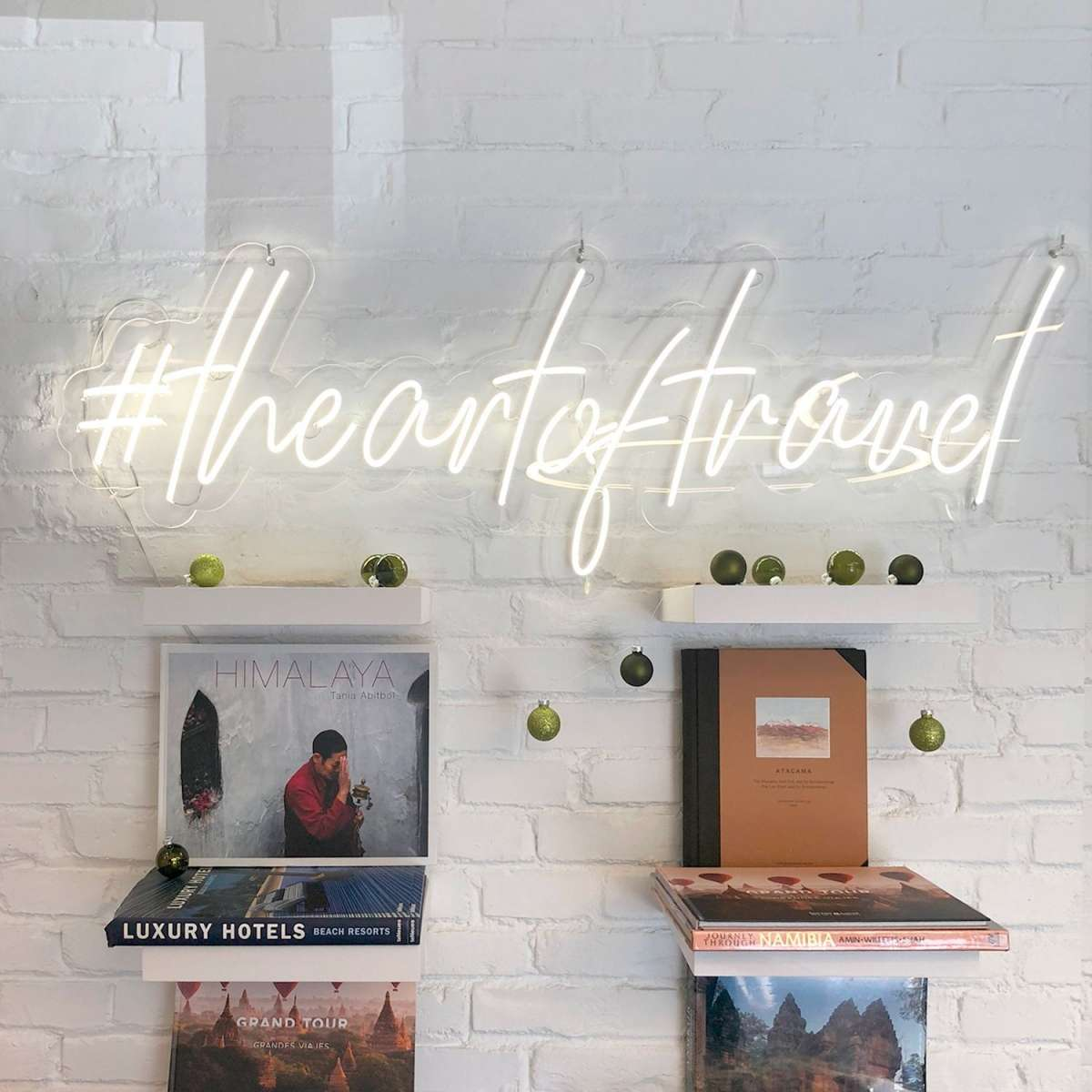 Neones personalizados para venta – The Art of Travel – Leloup Barcelona